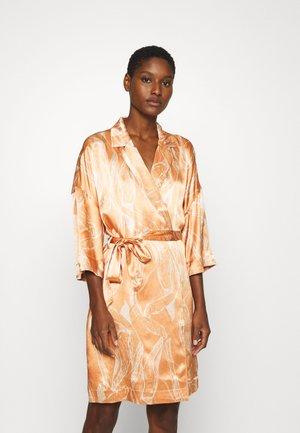 SLFFRANKA TONIA 3/4 SHORT DRESS - Vardagsklänning - Caramel