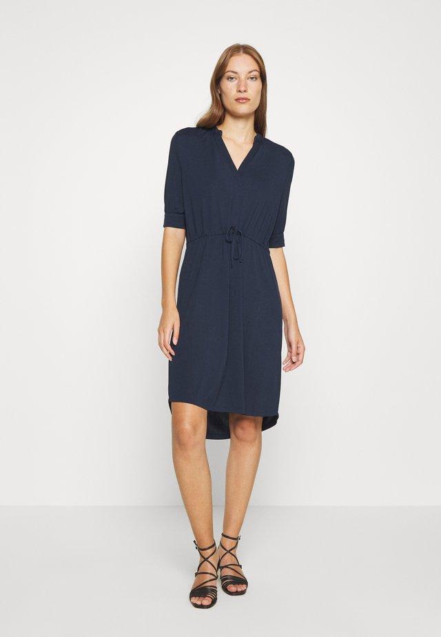 SLFMIE DAMINA DRESS - Sukienka z dżerseju - dark sapphire
