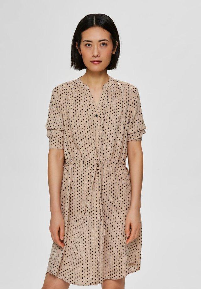 Shirt dress - cornstalk