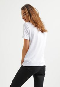 Selected Femme - PERFECT - T-shirt basique - bright white - 2