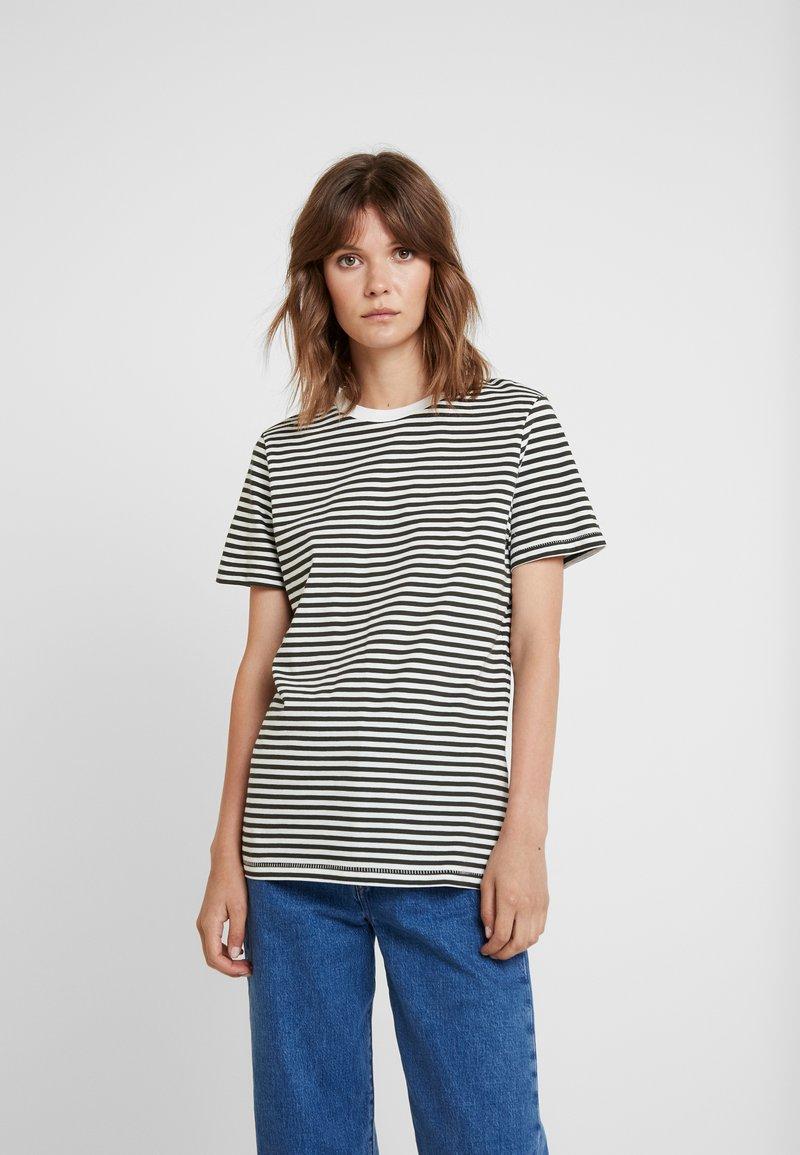 Selected Femme - SFMY PERFECT TEE BOX CUT - Print T-shirt - rosin/snow white