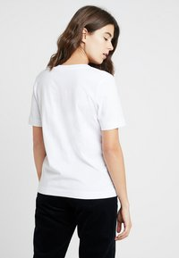 Selected Femme - SLFSTANDARD V-NECK TEE - T-shirts - bright white - 2