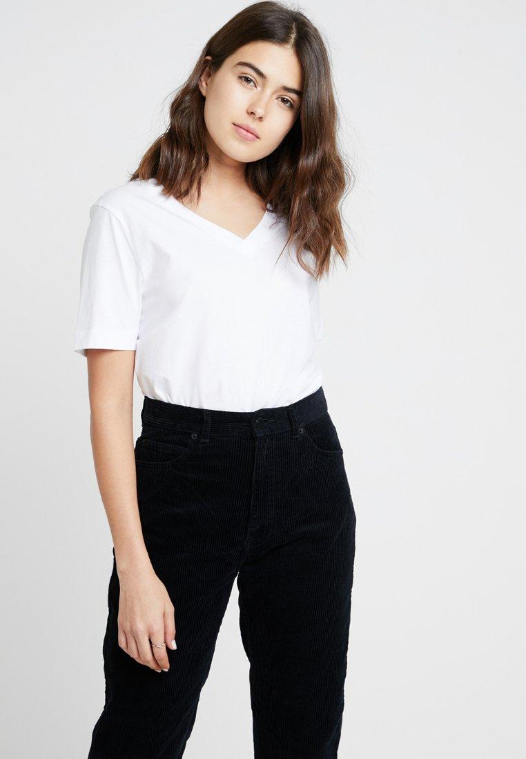 Selected Femme - SLFSTANDARD V-NECK TEE - T-shirts - bright white