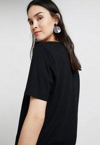 Selected Femme - SLFSTANDARD V-NECK TEE - Jednoduché triko - black - 3