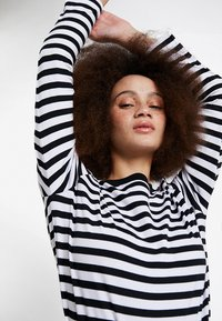 Selected Femme - SLFSTANDARD SEASONAL - Long sleeved top - black/bright white - 3