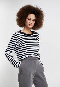 Selected Femme - SLFSTANDARD SEASONAL - Topper langermet - black/bright white - 0