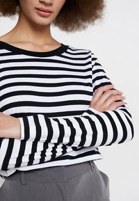 Selected Femme - SLFSTANDARD SEASONAL - Topper langermet - black/bright white - 5