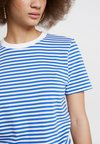 Selected Femme - SFMY PERFECT TEE BOX CUT - T-Shirt print - dazzling blue/snow white