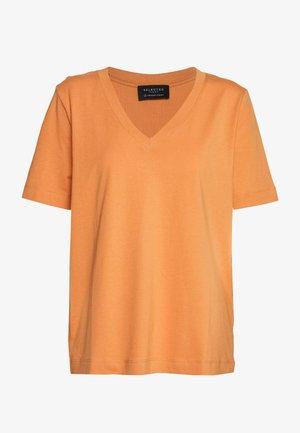SLFSTANDARD V-NECK TEE SEASONAL - T-shirts - caramel