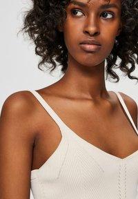 Selected Femme - SLFLEXI - Top - sandshell - 4