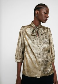 Selected Femme - SLFAURELIA 3/4 NECK TIE - Blouse - gold colour - 4