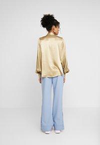 Selected Femme - SLFDAKOTA - Chemisier - gold colour - 2
