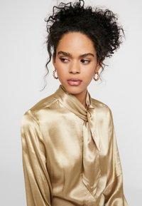 Selected Femme - SLFDAKOTA - Chemisier - gold colour - 3