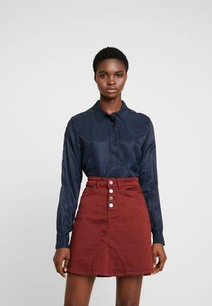 SLFARABELLA ODETTE - Button-down blouse - dark sapphire