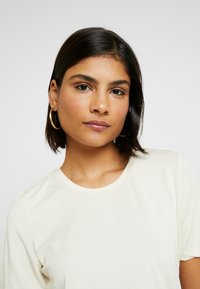 Selected Femme - SLFELLA TEE - T-Shirt basic - birch - 3