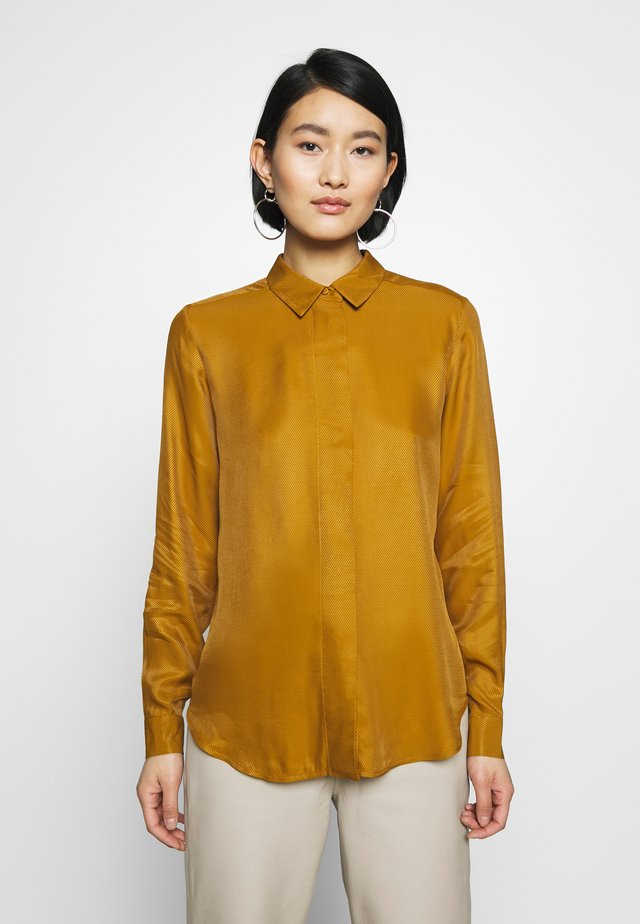 SLFARABELLA ODETTE - Button-down blouse - bronze brown