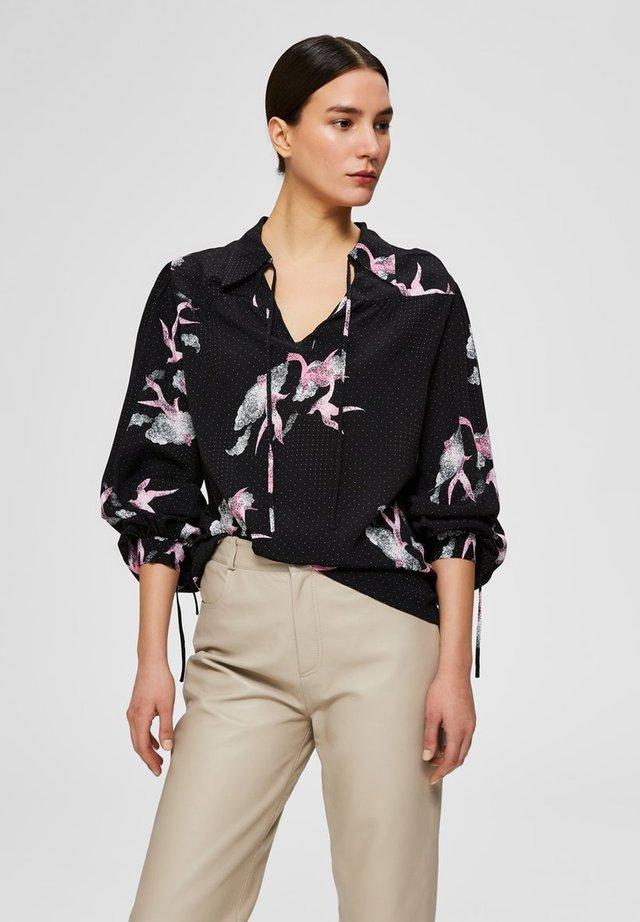 BLUSE BEDRUCKTE V-AUSSCHNITT - Button-down blouse - black