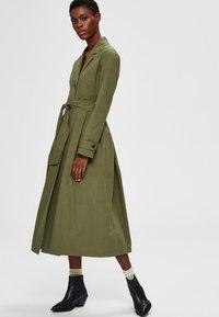 Selected Femme - Trenchcoat - four leaf clover - 3