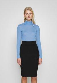 Selected Femme - SLFCOSTA ROLLNECK - Jersey de punto - della robbia blue - 0