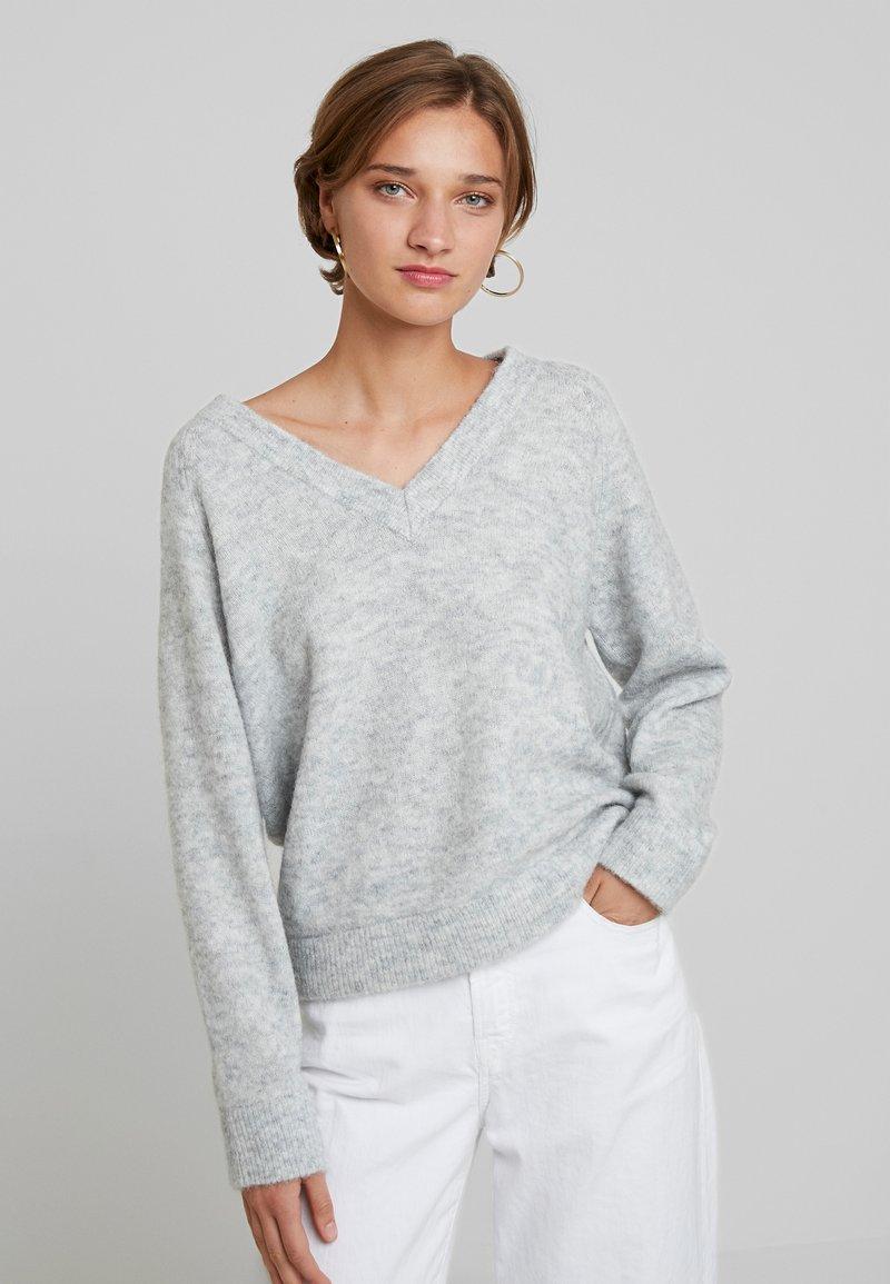 Selected Femme - SLFLANNA VNECK - Trui - light grey melange