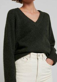 Selected Femme - SLFLANNA VNECK - Strickpullover - rosin - 5