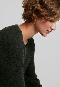 Selected Femme - SLFLANNA VNECK - Strickpullover - rosin - 3