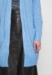 Selected Femme - SLFLANNA CARDIGAN - Kardigan - della robbia blue/melange - 4