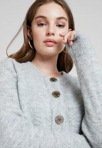 Selected Femme - SLFSIA - Chaqueta de punto - light grey melange - 2