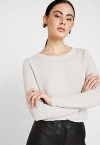 Selected Femme - SLFAYA O NECK - Neule - snow white/melange - 4