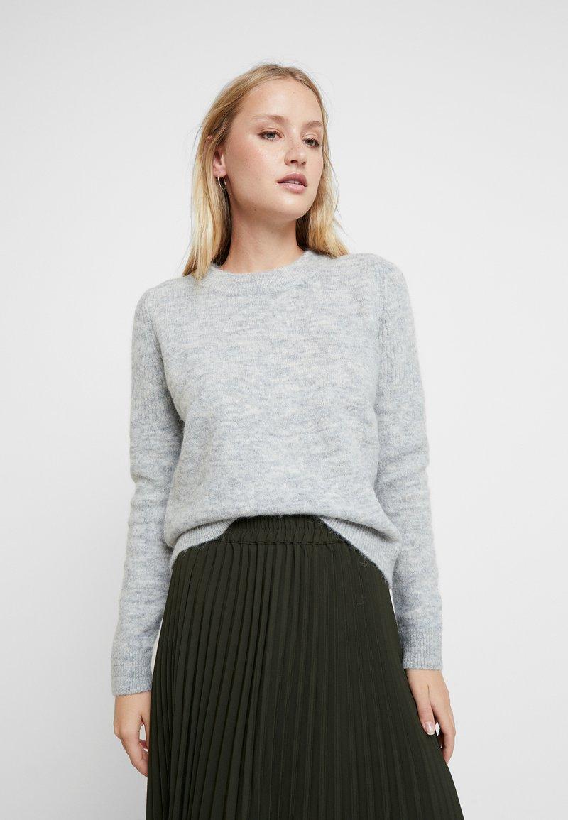 Selected Femme - SLFSIA O NECK - Strickpullover - light grey melange