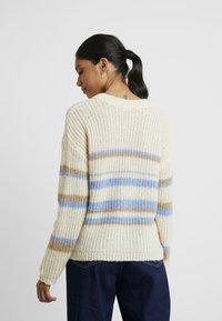 Selected Femme - SLFMALLA O-NECK - Maglione - della robbia blue/sandshell/cornsta - 2