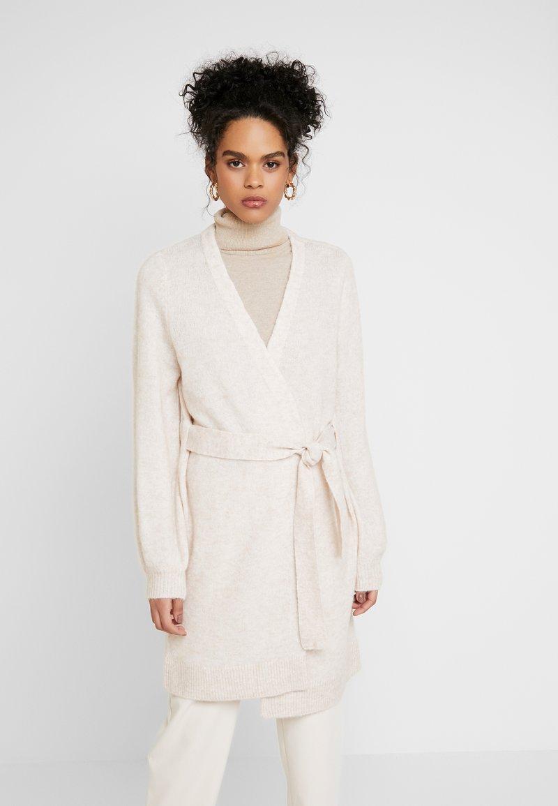 Selected Femme - SLFANNA X-MAS CARDIGAN - Vest - sandshell