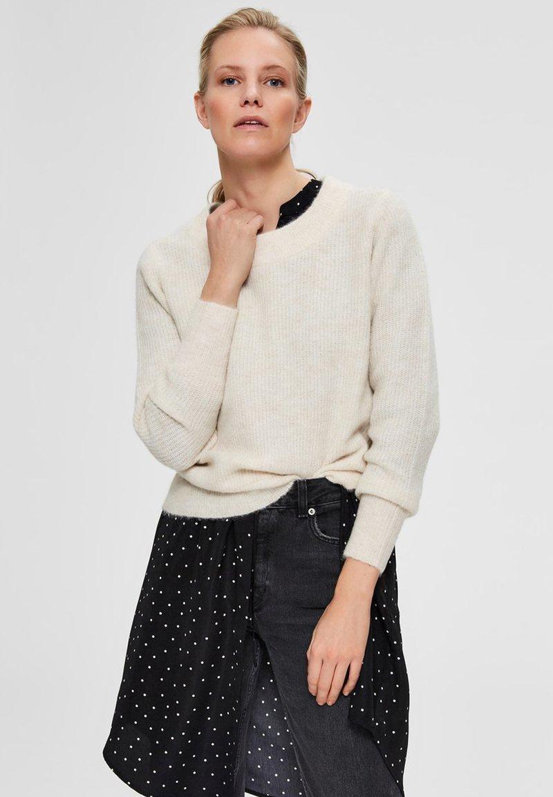 Selected Femme - SLFSIF O-NECK - Jersey de punto - snow white