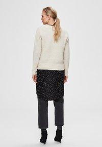 Selected Femme - SLFSIF O-NECK - Jersey de punto - snow white - 2
