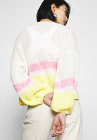 Selected Femme - SLFMELLOW  - Cardigan - empire yellow - 6
