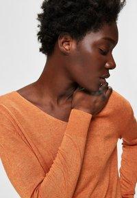 Selected Femme - SLFLINEL  - Sweter - caramel - 4