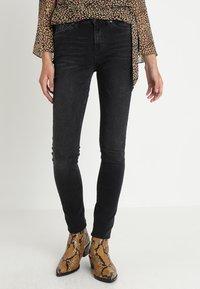 Selected Femme - SLFIDA WASH - Jeans Skinny Fit - black denim - 0