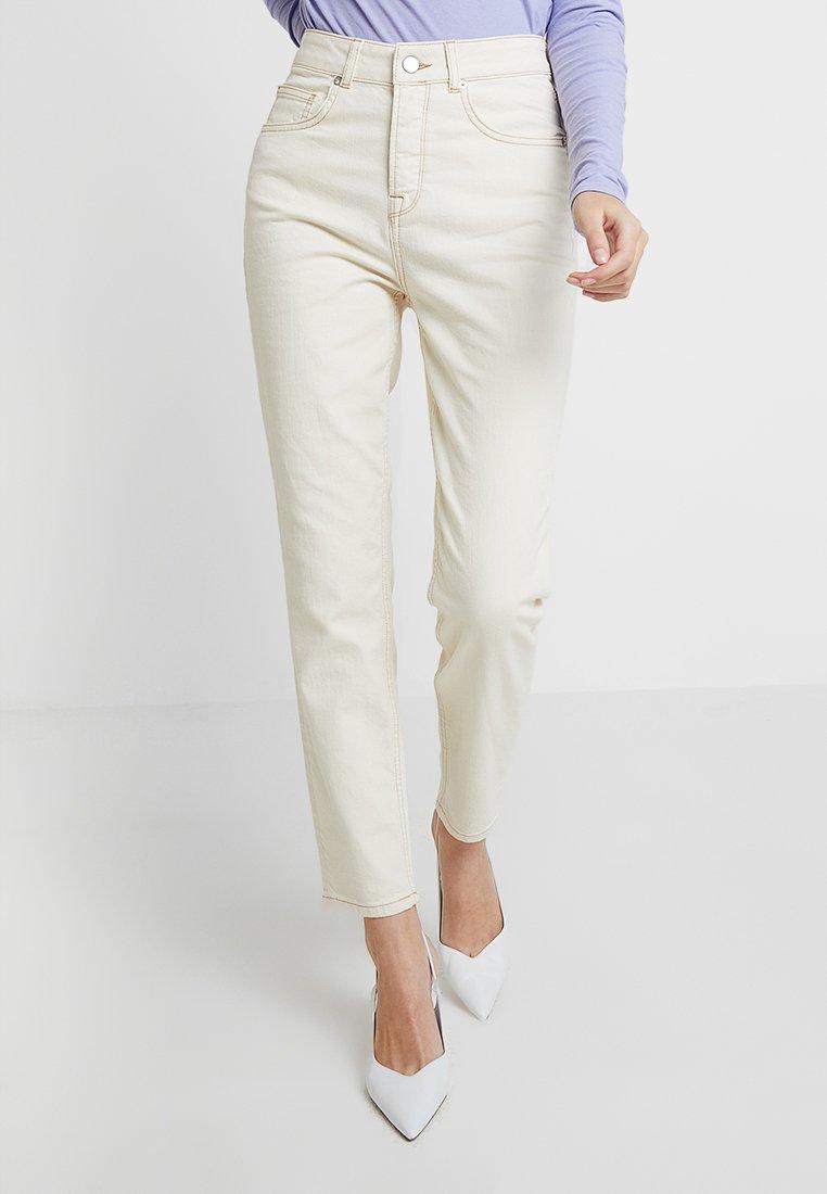 Selected Femme - SLFFREJA MOM WESTERN  - Jeans Slim Fit - white denim