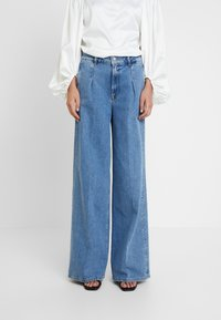 Selected Femme - SLFSPENCER WIDE DAWN - Široké džíny - medium blue denim - 0