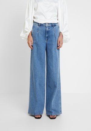 SLFSPENCER WIDE DAWN - Flared Jeans - medium blue denim