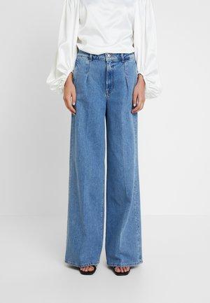 SLFSPENCER WIDE DAWN - Široké džíny - medium blue denim