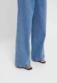 Selected Femme - SLFSPENCER WIDE DAWN - Široké džíny - medium blue denim - 3