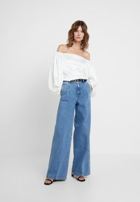 Selected Femme - SLFSPENCER WIDE DAWN - Široké džíny - medium blue denim - 1
