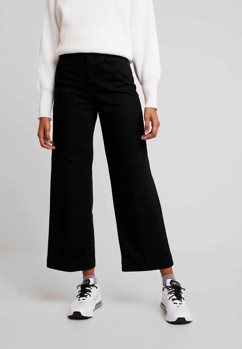 Selected Femme - SLFSUSAN WIDE  - Flared Jeans - black denim