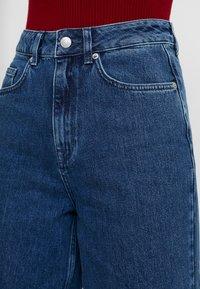 Selected Femme - SLFSUSAN WIDE BELLE - Široké džíny - dark blue denim - 4