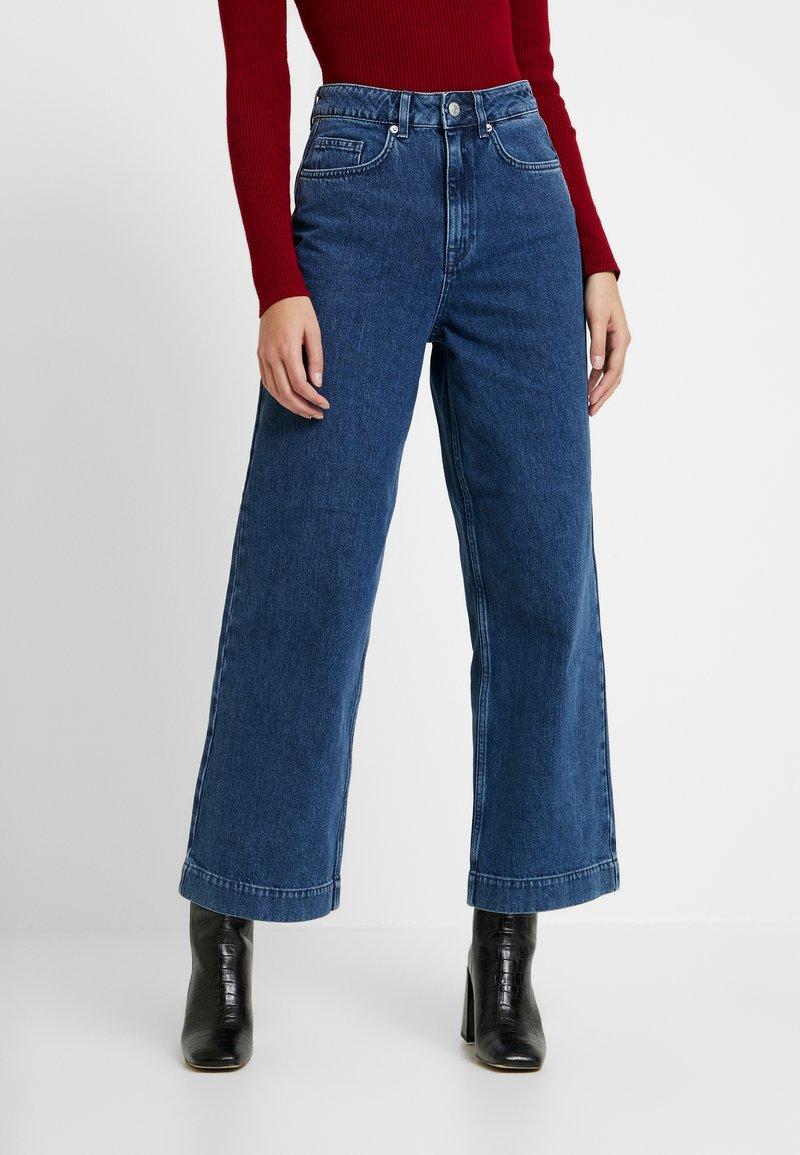 Selected Femme - SLFSUSAN WIDE BELLE - Široké džíny - dark blue denim