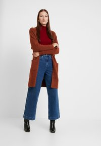Selected Femme - SLFSUSAN WIDE BELLE - Flared jeans - dark blue denim - 1