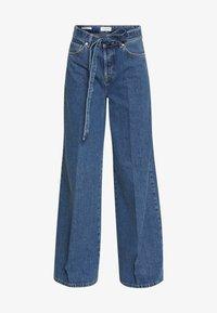 Selected Femme - SLFLAURA WIDE FLARE - Široké džíny - medium blue denim - 4