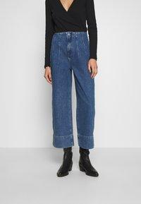 Selected Femme - JAMIE - Široké džíny - medium blue denim - 0