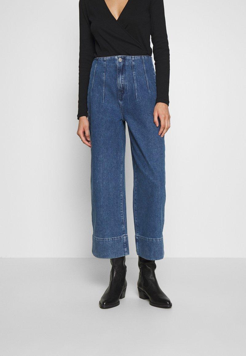 Selected Femme - JAMIE - Široké džíny - medium blue denim